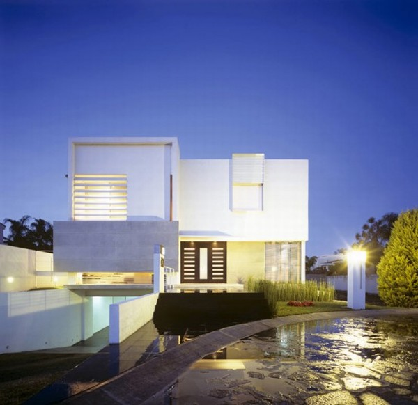 Secret design modern tropical house in guadalajara mexico for Modern home front view design