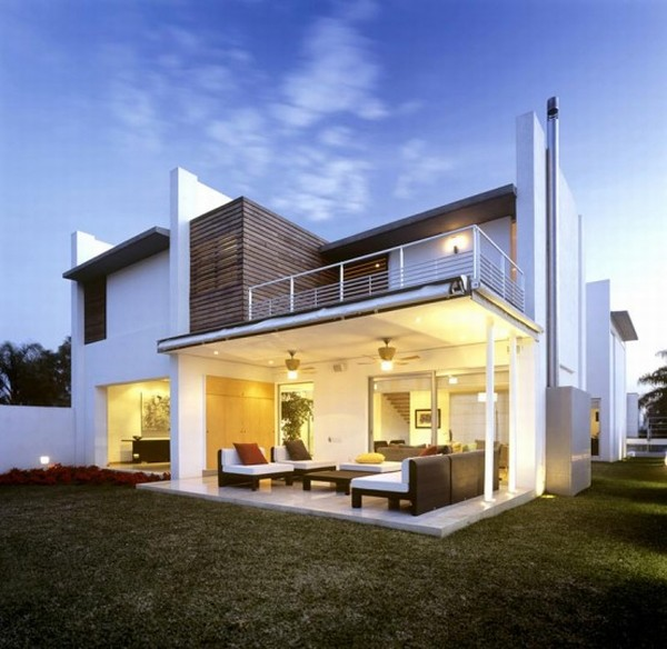 Modern House Design in Guadalajara, Mexico - Right Side View
