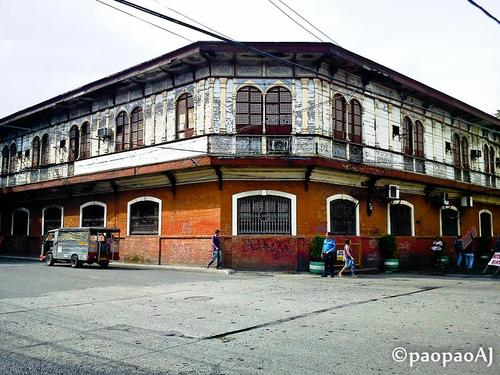 Filipino Houses http://archiandesigns.wordpress.com/2013/02/25/philippine-history-of-architecture/