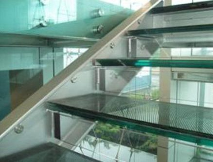 Laminated glass as Stair Tread
