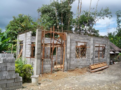 Philippines Building a House of Concrete Hollow Blocks